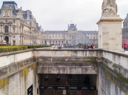 le-carrousel-du-louvre-entranceway